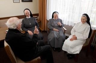 Pfarrer und Ordensschwestern (Foto: SMMP/Pohl)