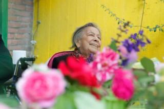 """Die Vorfreude auf das Treffen in der Arbeitsgemeinschaft """"Garten"""" ist Emma Gaux (86) anzumerken."""