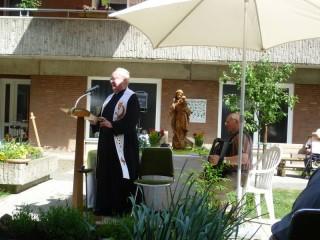 Herr Pfarrer Johannes Klein zelebriert die Maiandacht