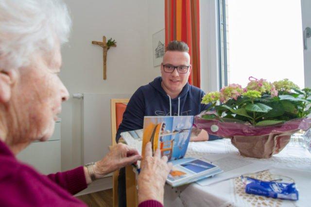 In diesem Jahr haben besonders viele Männer eine Ausbildung bei der Seniorenhilfe SMMP begonnen. Im Netzwerk Oelde und Umgebung sind es fünf. Foto: SMMP/Ulrich Bock